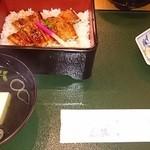 花源 - 料理写真:鰻丼(2,040円)