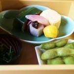 三味洪庵 - 下段 出汁巻き 小芋田楽 栗 笹巻寿司 人参葉浸し 枝豆