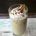 カフェ・ド・クリエ - アイス黒糖ほうじ茶\360