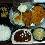4367911 - どでカツ定食(980円)