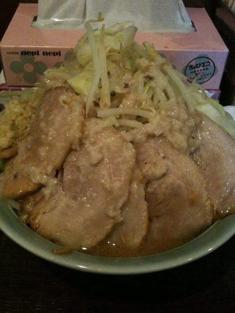 麺や あかつき - にんにく、野菜マシマシ、脂、肉追加のあかつき麺