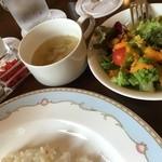 シャンゼリゼ - 本日のスープ、スモールサラダ、牛乳が付いている