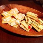 DiningBar air - 2種のチーズの盛り合わせ