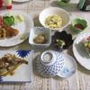山崎旅館 - 料理写真:夕食。品数が多く味付けもよかったです。揚げものはハーフトンカツ、カキフライ。さらに海老フライ1本追加。