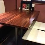 カナピナ - テーブル席がメイン