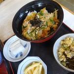 信州そば久保田 - 親子丼とその周辺の風景