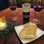 グラット シエル - アヒージョのパンとマルベック