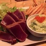 旨い魚とバリメシ 南風 町田店 - 鮪ステーキアボカドソース880円。
