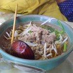 玉蘭 - スープ米粉のアップ。量的に少ない感じがしますが、食べてみるとボリュームありますよ。