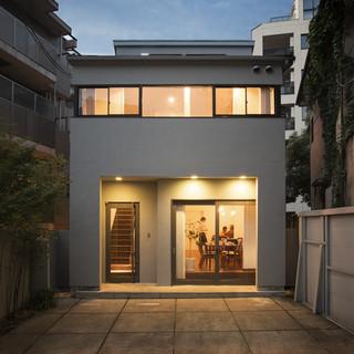 閑静な住宅街にひっそり佇む隠れ家、そこは『笑龍』。