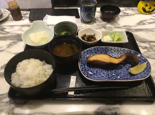 炭火魚 旬彩料理 坂本 - 銀ムツ香味焼き定食、950円