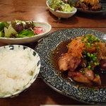 La むめい狼 - 【2010.6.26】定食にはサラダ、ご飯、お味噌汁がつきます♪