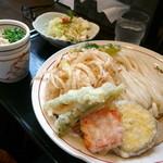 無添さぬきめん あじ豊 - 野菜天ざるうどん¥650。サラダのサイズがぶっかけうどんより大きめに見えました。