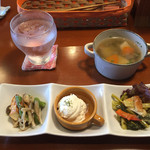 43691538 - ランチに付く副菜3種とスープ