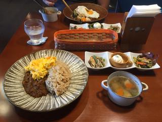 コジマトペ - お昼ごはん。キーマカレー1200円