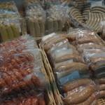 腸詰屋 - 料理写真:店内で販売されている色々なソーセージたち(^.^)