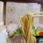 ラーメン たぬき屋 - 麺