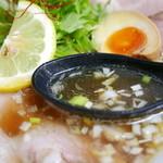 ラーメン たぬき屋 - 中華そば スープ