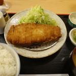 とん悦 - ロースとんかつ定食のカツレツ揚げ