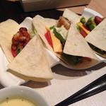 43698317 - tacosランチ@950                       サラダとスープがついてます。
