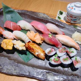 築地で食べる新鮮握り寿司。