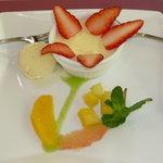 花遊庭 - 花の形をあしらったデザート