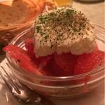 43700061 - トマトとマスカルポーネチーズクリームのサラダ