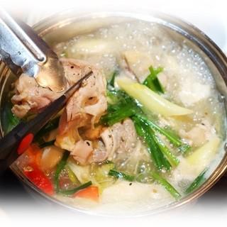 辛くなくて身体にも良いと言われる鍋と言えば「タッハンマリ」!