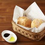 【神保町】まるでコンサートホールに居るようなイタリアン カフェ トライオード - 石窯パン(2個)