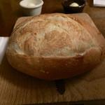 43716631 - おかわり自由のふっくらパン