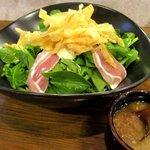 炭火焼鳥ていじ - 生ベーコンとホウレンソウのサラダ!(2015,10/23)