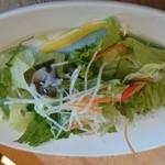 グーパスタ - セットのサラダ。