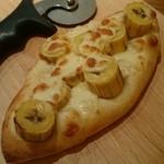 果実園 リーベル - バナナとモッツァレラのピザ¥720