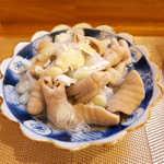 まるぜん - 塩もつ煮込み(¥660)。あっさり薄味、丁寧に下処理されたホルモンの食感が特筆もの