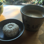 やまぼうし - コーヒーと蕎麦饅頭250円