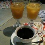 カフェ リディアン - ドリンク(コーヒー、オレンジジュース、マンゴージュース)