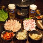 もつ鮮華 まる権 - 料理写真:肉焼きはじめました!!
