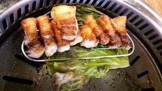 ヨプの王豚塩焼 熟成肉専門店 新大久保本店 - はい、召し上がれ♪