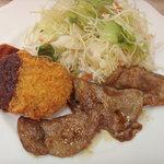 阿べ屋 - 焼き肉とコロッケ(ランチの一部)