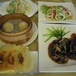 餃子物語 - 焼餃子、小籠包等飲茶と炒め料理のコラボ(例)