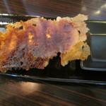 赤湯 とんとんラーメン - 餃子5ヶづけ302円。