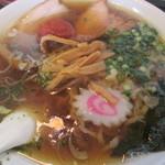 赤湯 とんとんラーメン - しょうゆからみそ680円。
