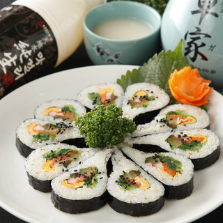 オモニの味わいそのまま♪韓国伝統料理の数々!大人気コースも◎