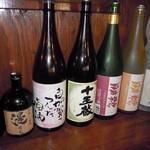 餃子物語 - 梅酒、焼酎、日本酒も勢ぞろい
