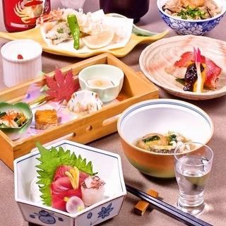 産地直送、新鮮鮮魚のお造り、盛り合わせもご用意しております。