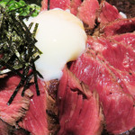 焼とりともつ鍋 かりんこ - 牛さがり丼。通常量の並は860円ですが、今回はお肉が大盛り(ご飯は普通量)の特1,160円にしました。