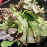 串焼き かりんこ - サラダ。