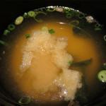 串焼き かりんこ - わかめと揚げの味噌汁。