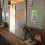 川喜 - テーブル席の奥はお座敷あり
