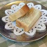 トラットリア ダ ゴイーノ - ランチのパン(2人分)
